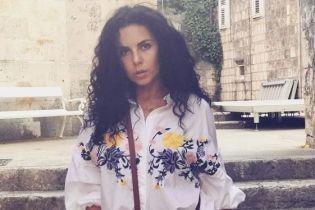 В бикини и с ярким маникюром: Настя Каменских опубликовала фото из отпуска