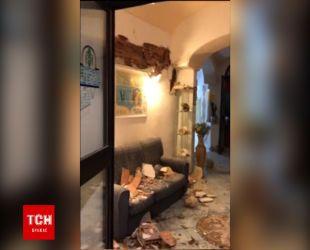 В Сеть попало видео разрушенного от землетрясения отеля на острове Искья