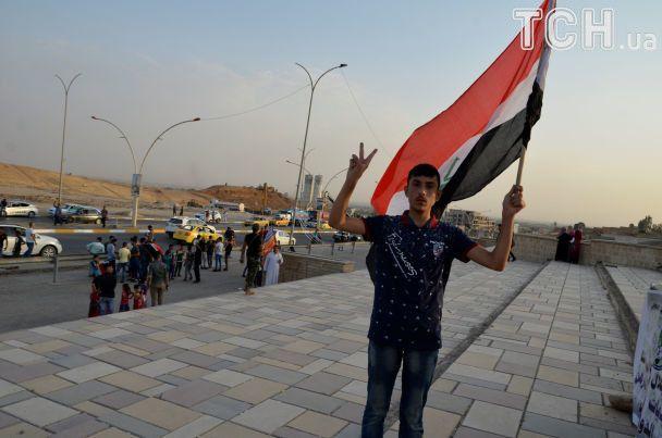 """Обійми військових й радість звичайних жителів. Мосул святкує звільнення від бойовиків """"ІД"""""""