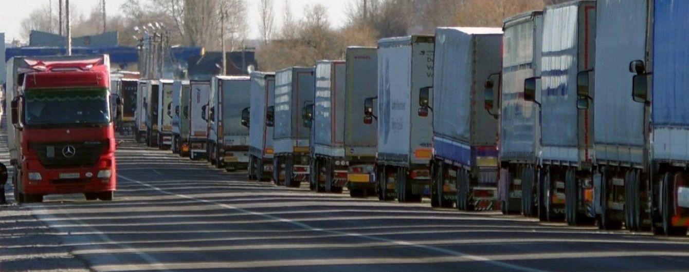 Водители сотен фур заблокировали пункт пропуска на границе с Польшей