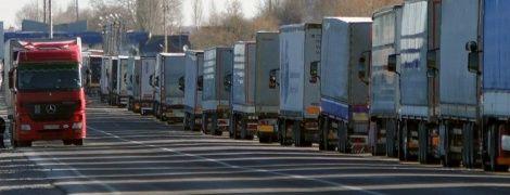 """Накануне Дня Независимости на КПП """"Ягодин"""" выстроились очереди из грузовиков"""