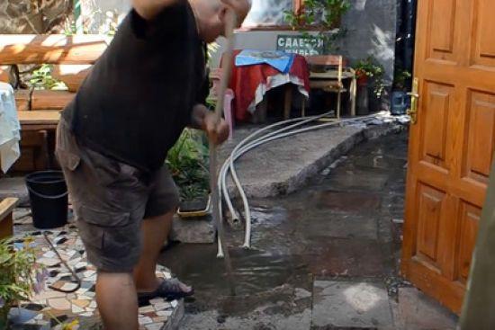 В окупованій Алушті екскременти затопили всі міські пляжі