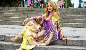 Сумська в барвистій сукні знялася в артпроекті відомого художника