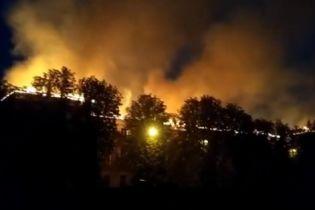 В Харькове из-за удара молнии масштабно загорелось здание Апелляционного админсуда