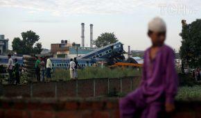 В Індії потяг зіткнувся з вантажівкою: десятки поранених
