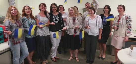 Посольство США привітало українців з Днем Незалежності драйвовою піснею