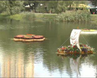 Новый европейский тренд: в парке Победы создали плавающие клумбы