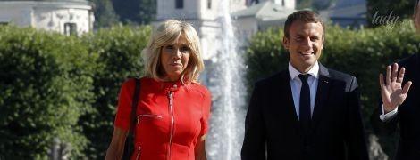 Оделась ярко: 64-летняя Брижит Макрон затмила 45-летнюю жену канцлера Австрии