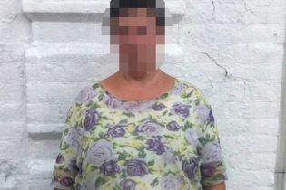 У Мелітополі затримали жінку, яку підозрюють у 17 злочинах