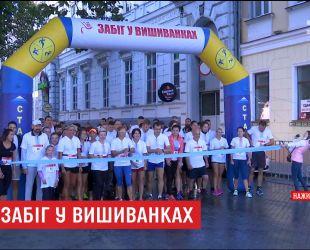 Одесситы в вышиванках устроили спортивные гонки на Приморском бульваре