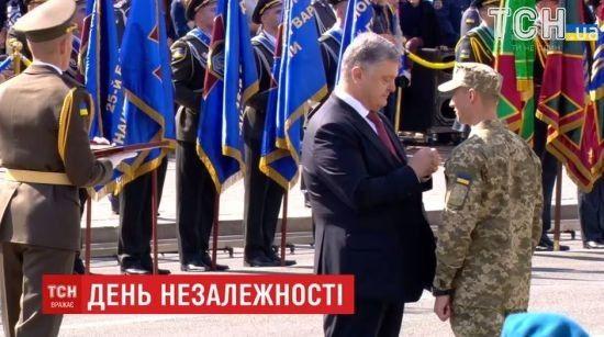 Порошенко присвоил звание Героя Украины лейтенанту Тарасюку с вручением ордена и капитану Лоскоту посмертно - Цензор.НЕТ 4219