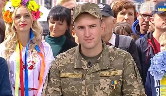 Порошенко присвоил звание Героя Украины лейтенанту Тарасюку с вручением ордена и капитану Лоскоту посмертно - Цензор.НЕТ 6944