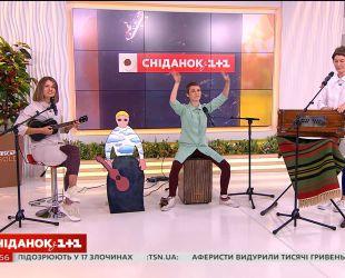 """Гурт Panivalkova вітає з Днем Незалежності України в студії """"Сніданку з 1+1"""""""