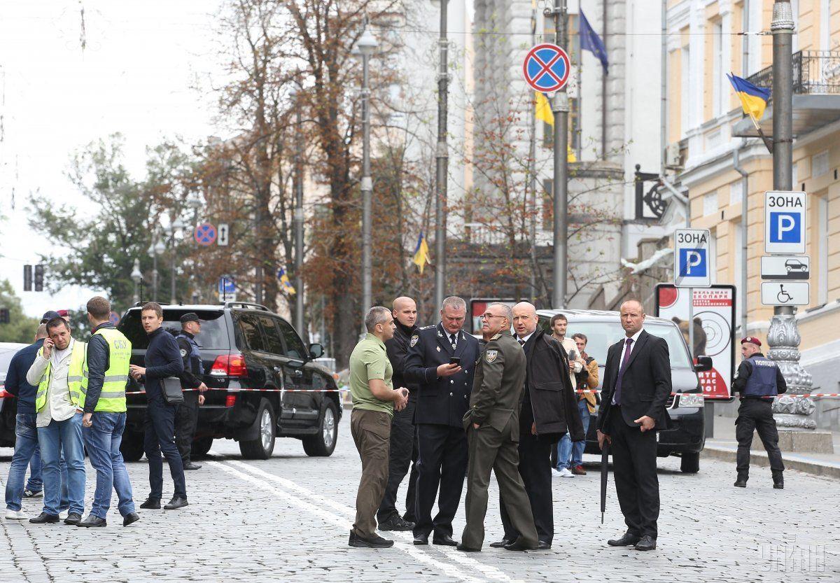 УКиєві біля Кабміну пролунав вибух: є поранені