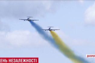 На яхтах, велосипедах і з вишиванковою мапою: як День Незалежності відсвяткували в різних регіонах України