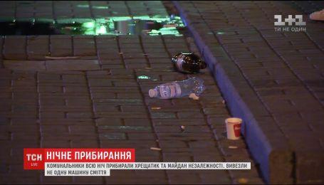 После Дня Независимости десятки работников коммунальных служб вышли на уборку Киева