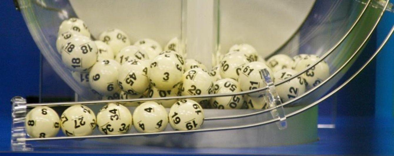 Рекордний виграш від джекпоту американської лотереї Powerball поділять на трьох