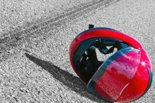 На Львовщине мотоциклист влетел в толпу людей, полдесятка пострадавших