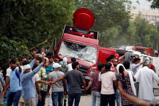 """Жертвами заворушень після вироку """"богу""""-ґвалтівнику в Індії стали вже 23 людини"""