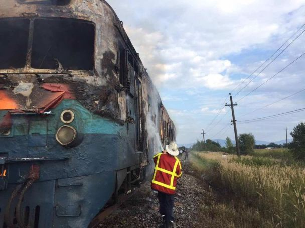 НаЗакарпатті під час руху загорівся приміський потяг
