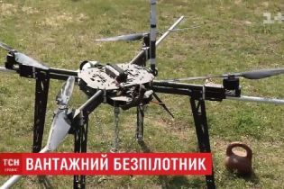 Українець встановив рекорд, піднявши дроном у повітря 16-кілограмову гирю