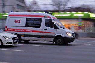 У Росії медсестри вивезли пацієнта з лікарні і покинули на землі біля гаражів