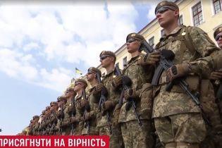 Зворушлива присяга за підтримки вояків НАТО: у Львові до військової академії вступили тисяча курсантів