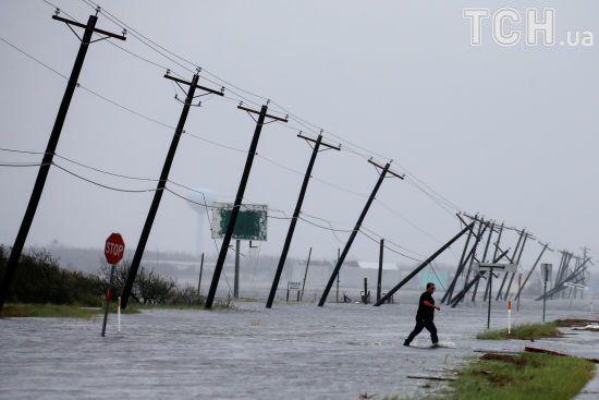 """Ураган десятиліття """"Гарві"""" у США: є перша жертва і травмовані"""