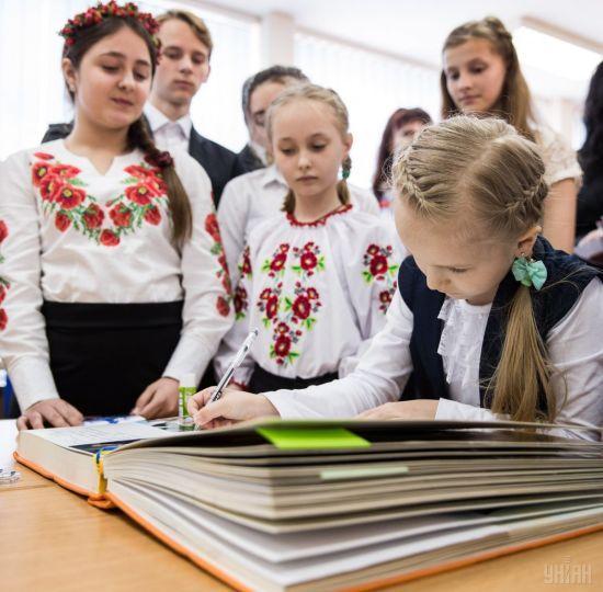 У Румунії пропагандист закликав українців масово приймати громадянство країни через закон про освіту