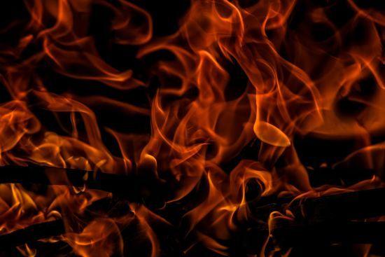 Вогонь на військових складах під Вінницею гасять пожежними танками