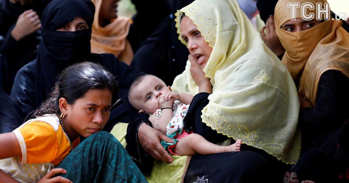 Рохинья бегут в Бангладеш из-за вспышки насилия в Мьянме.