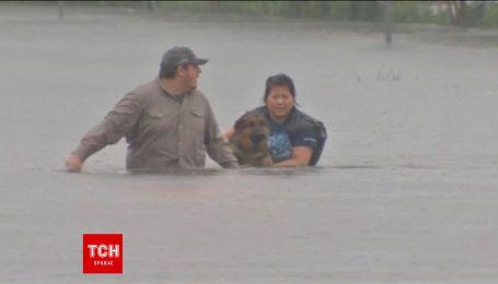 """Тропічний шторм """"Гарві"""" затопив американське місто-мільйонник Г'юстон"""