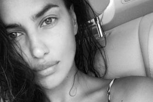 Секси-мамочка: Ирина Шейк похвасталась пышной грудью в бикини