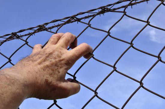 Мешканця Одещини засудили до 13 років за кинуту в поліцію гранату