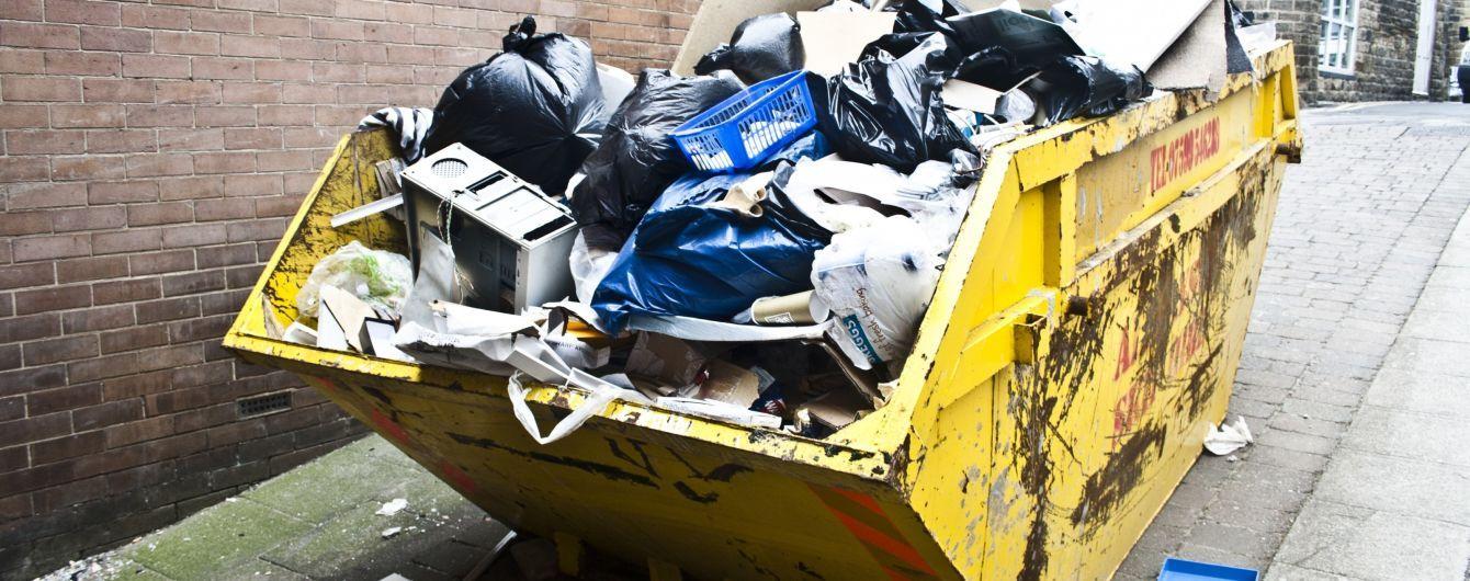 Украинцев обязали сортировать мусор, однако отдельных баков везде до сих пор не установили
