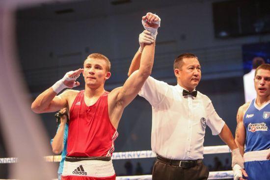 Українець Хижняк пробився до півфіналу чемпіонату світу з боксу