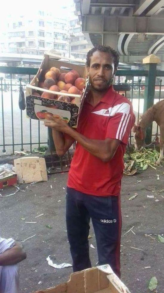 Відомий єгипетський футболіст став продавцем овочів на місцевому ринку