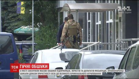 П'ятьох затриманих під час масових обшуків у Миколаєві доправили до Маріуполя
