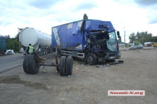 На Миколаївщині сталася смертельна ДТП за участю одразу трьох вантажівок