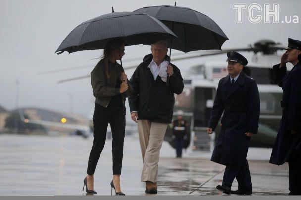 У США обурилися, що Меланія Трамп вирушила до постраждалого від урагану Техасу на шпильках