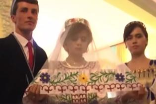 В Таджикистане женили мужчину, который придумал для президента стих