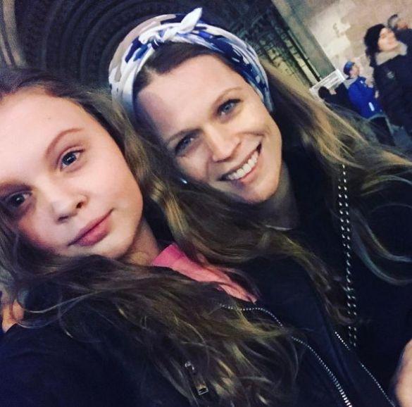 Оля Фреймут с дочерью Златой