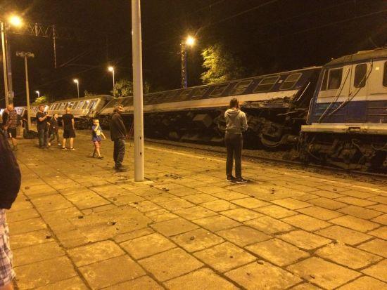 У МЗС розповіли, чи постраждали українці внаслідок зіткнення потягів у Польщі
