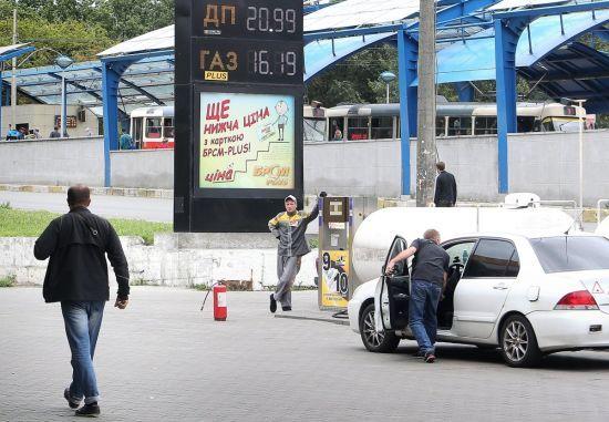 Скільки коштує заправити авто на АЗС. Середні ціни на 22 листопада