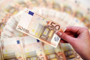 Долар і євро суттєво здорожчають у курсах валют від НБУ на 13 жовтня