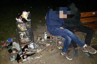 """""""Вершники Апокаліпсису"""". Студенти завалили сміттям територію КПІ під час святкування"""