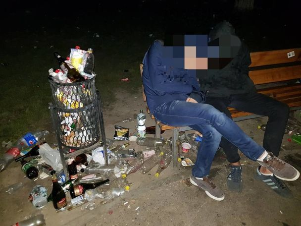 Гори сміття і візки надереві. Студенти КПІ перетворили парк насміттєзвалище
