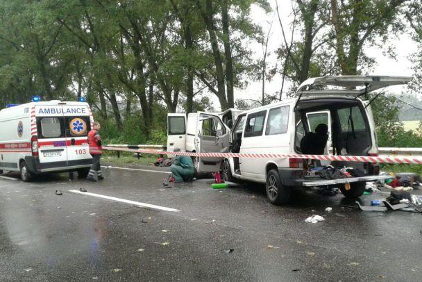 УХарківській області зіткнулись 2 мікроавтобуси, є загиблі тапоранені