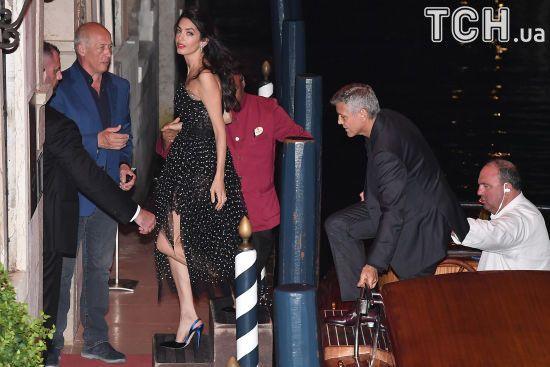 Амаль Клуні продемонструвала струнку фігуру через три місяці після пологів