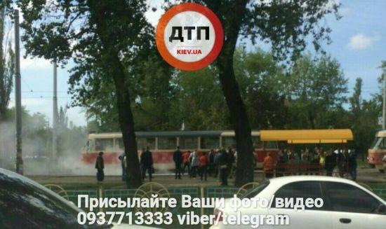 У Києві під час руху спалахнув трамвай з пасажирами